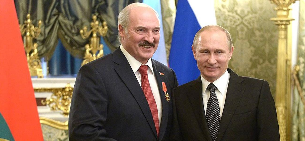 Lukashenko and Putin shake hands