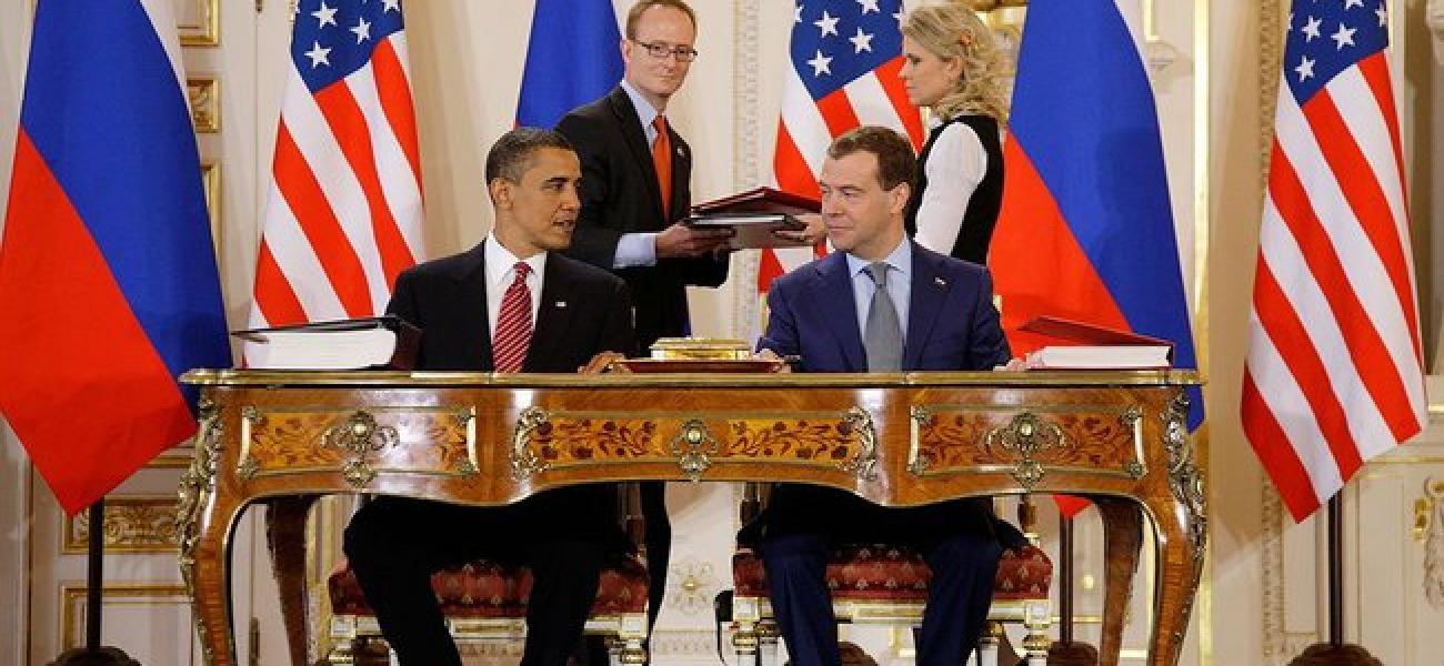 Barack Obama and Dmitry Medvedev sign New START.