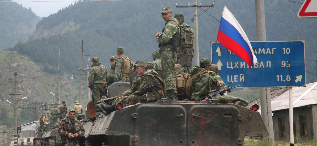 Russian troops heading to Georgia, 2008
