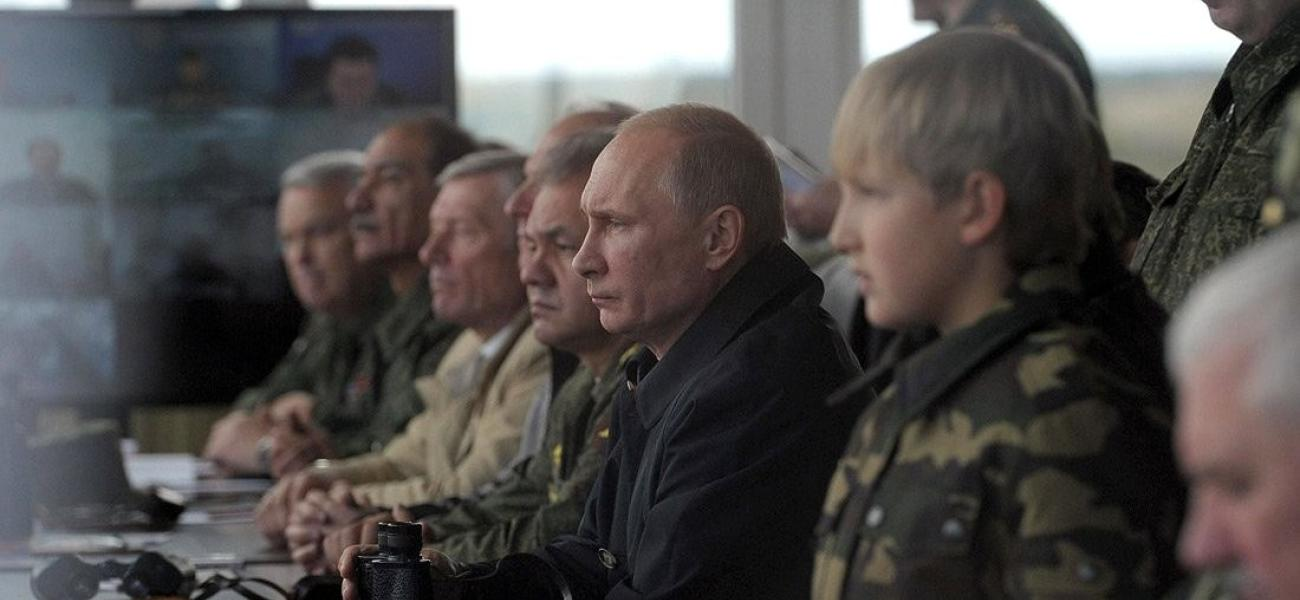 Putin watching Zapad-2013